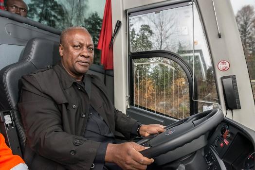 Presiden Ghana : Saya Bisa Mengemudikan Bus Sampai Accra