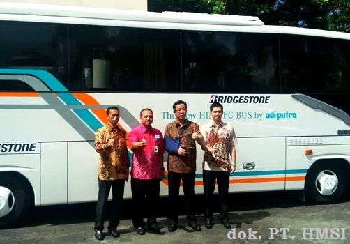 Hino Akhiri Road Show di Basis Pasar Bus