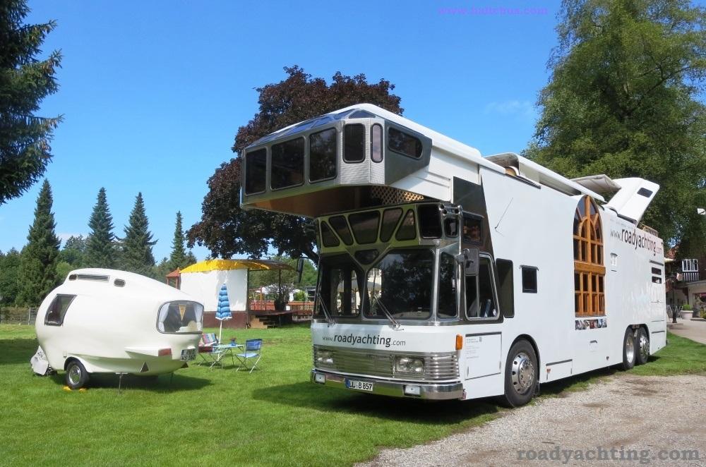 Eksotisme Caravan, Berbasis Bus Klasik