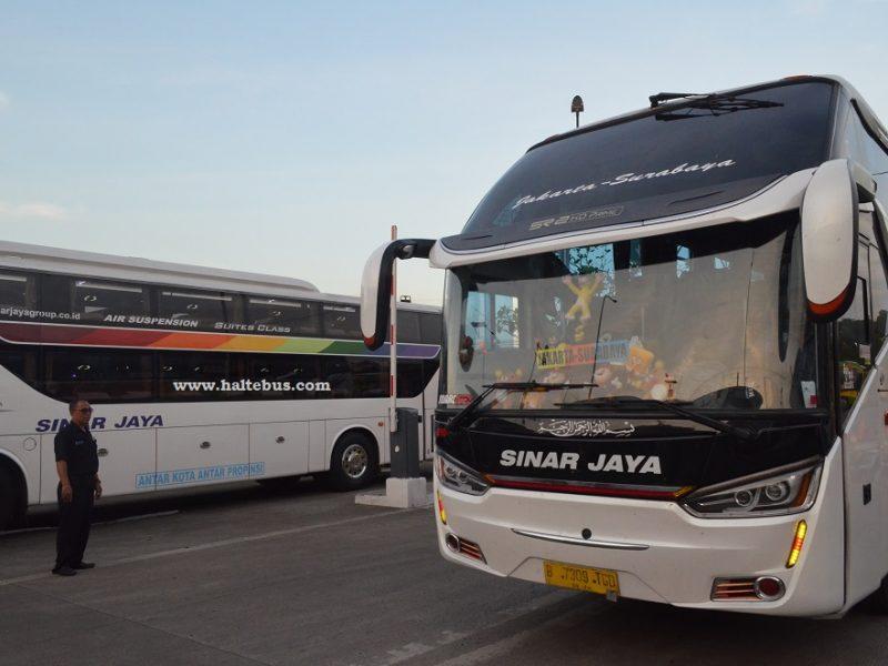 Bus Hino RN285 Masih Tangguh di Tol Trans Jawa